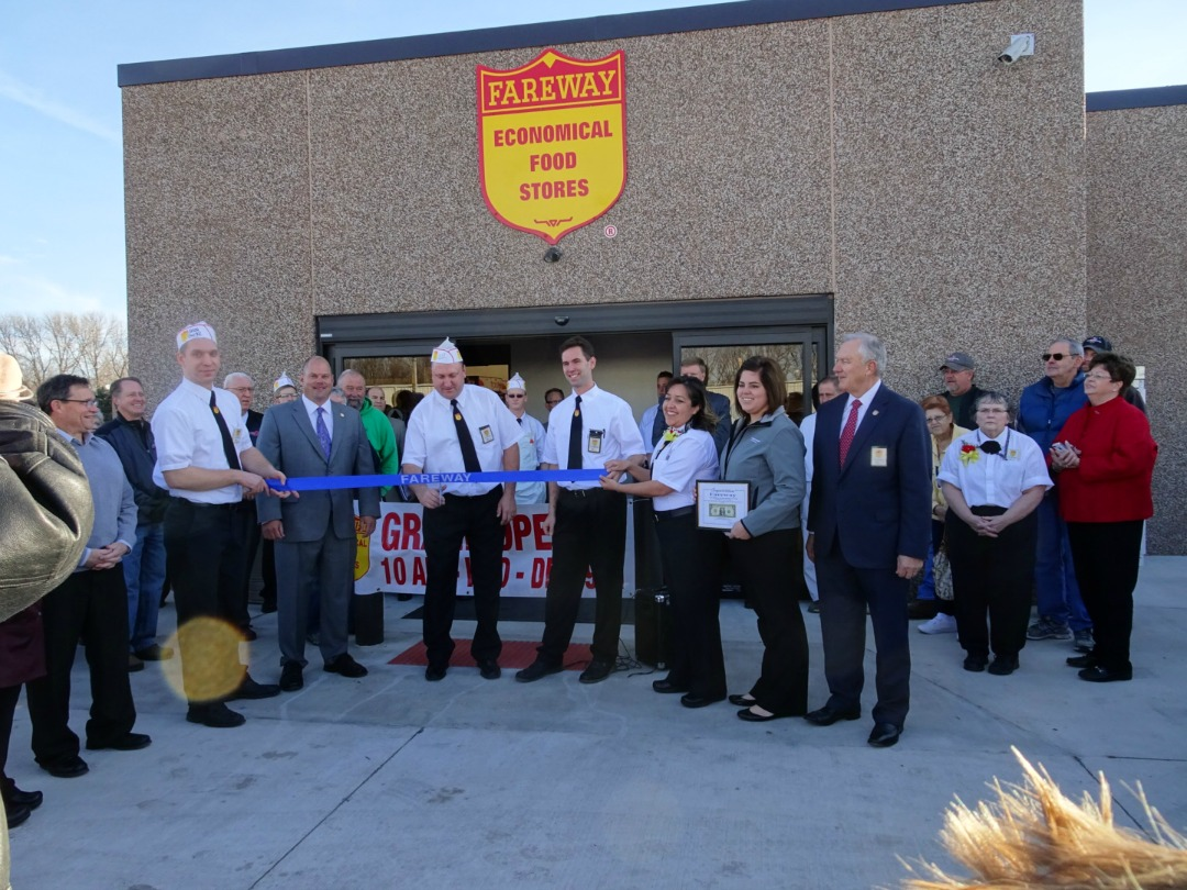Ribbon Cutting for Fareway's new Belmond location