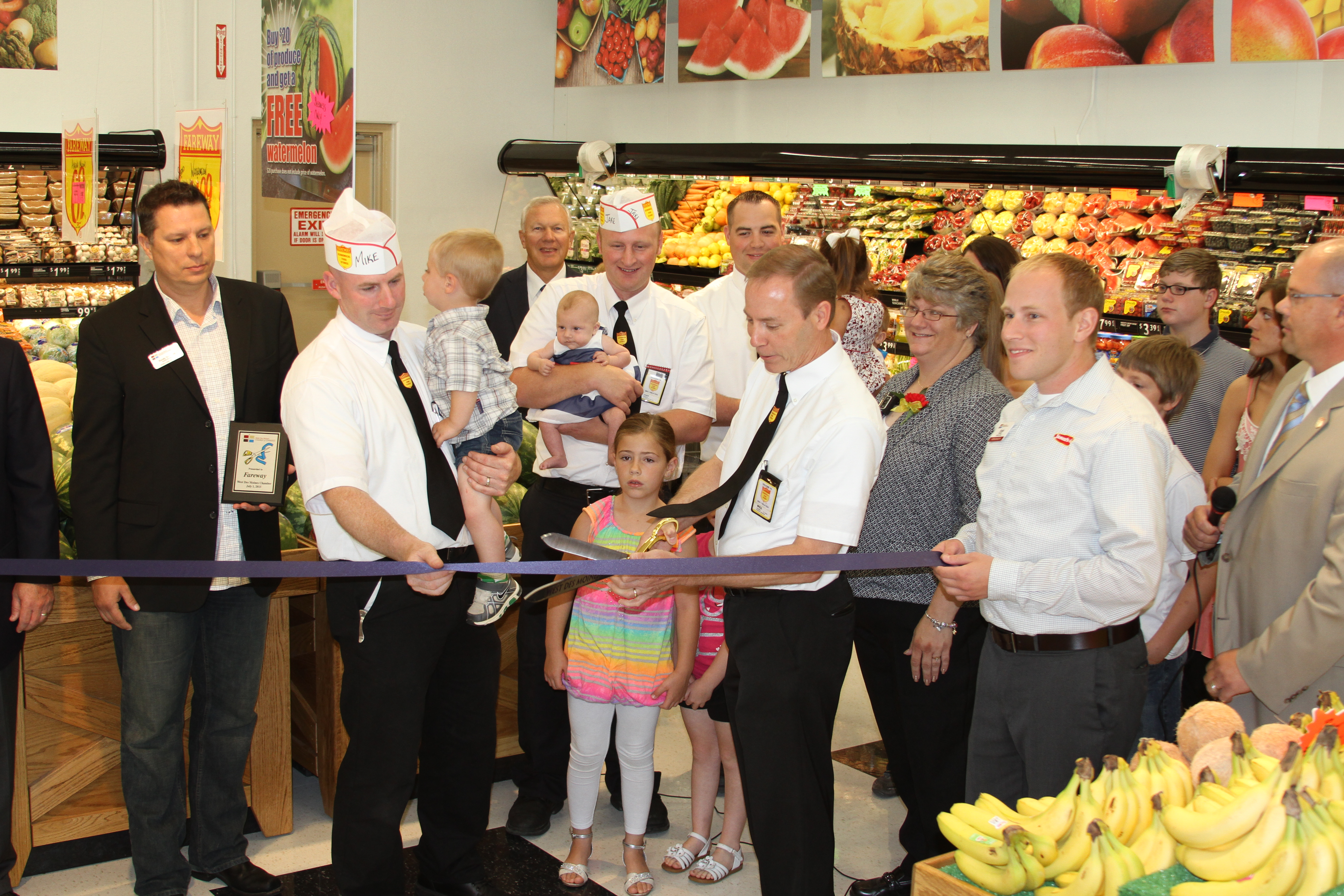 Managers and workers cut ribbon in WDM Fareway.