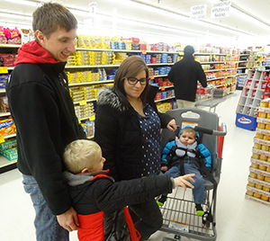Family utilizes new shopping cart for special needs in Fareway Clinton store