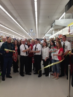 Fareway employees and customers after cutting the ribbon